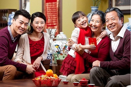 chinese-family-at-new-year.png